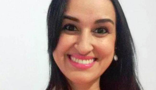 A enfermeira Janaína Caroline Cunha Alves está internada em coma