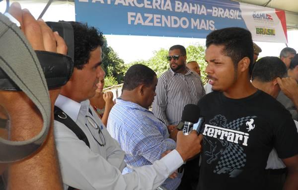 Márcio sendo entrevistado por um canal de Televisão (foto: H. Hugo)