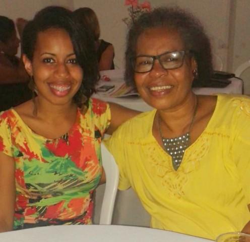 A comunicóloga e rotariana, Luise Beatriz, ao lada de sua mamãe uma das homenagea das no Rotary