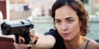 Alice Braga, vive a traficante mexicana, Tereza