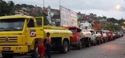 O movimento de carros-pipas no centro da cidade de Ubaitaba chega ao fim