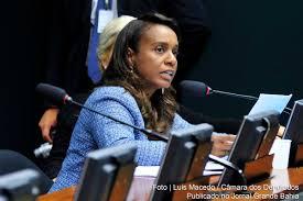 Tia Eron, voto decisivo que pode livrar o deputado afastado Eduardo Cunha (PMDB-RJ) da aprovação do pedido de cassação