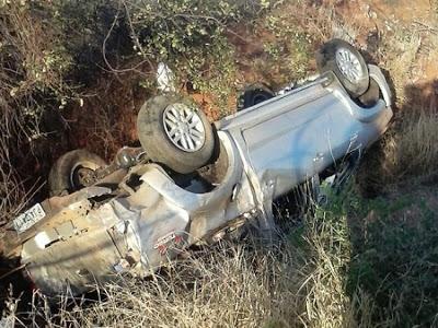 O veículo capotou na BR-122, no trecho entre as cidades de Urandi e Pindaí,