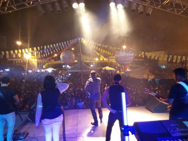 Milhares de pessoas dançaram forró na praça Ramiro Teixeira