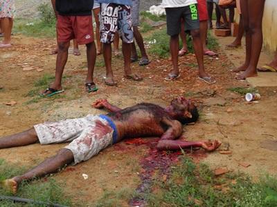 O corpo de José Edilson continua no local aguardando do DPT