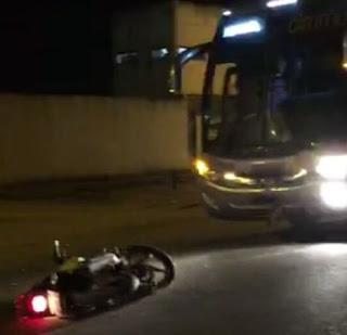 O motociclista Marcos Batista dos Santos, 42 anos, , sofreu várias fraturas pelo corpo, não resistiu aos ferimentos, morrendo no Hospital de Base.
