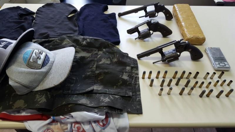 Um armamento pesado foi encontrado com os criminosos
