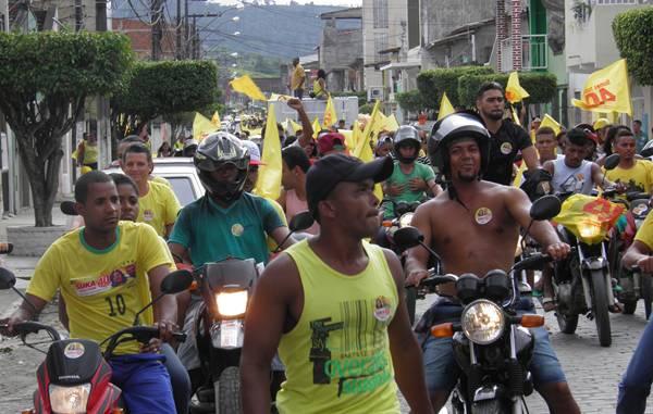 A caminhada percorreu a Avenida Presidente Vargas com destino ao Bairro maria Olímpia (foto: H. Hugo)