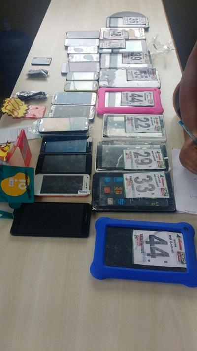 Diversos aparelhos celulares foram encontrado com os ladrões