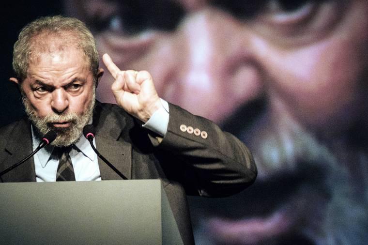 Lula , acusado de corrupção em contrato da Petrobras com empresa de seu sobrinho, Taiguara Rodrigues, em Angola.