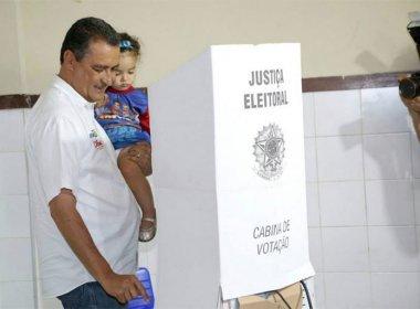 O governador votou logo cedo em Salvador