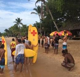 Surfistas, mergulhadores e pescadores da península, aprenderam todas noções básicas de salvamento aquático