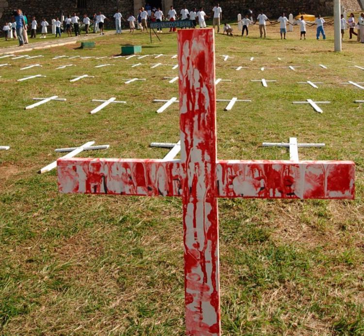 Apenas em 2015, foram mortos violentamente e intencionalmente 58.383 brasileiros