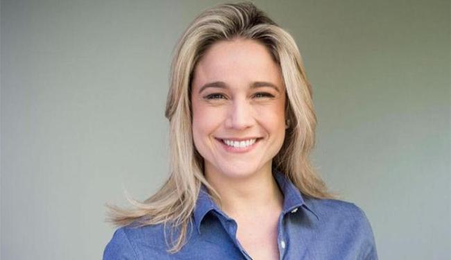 A jornalista afirma estar sofrendo perseguição após ter assumido namoro com Priscila Montandon