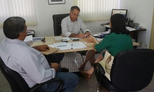 A prefeita, Gracinha Viana acompanhado do Secretário de obras reivindicou a solução para água de Tabuleiro