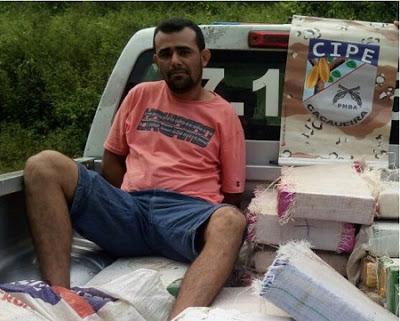 Messias estava de posse de 270 kg de maconha, 2 kg de cocaína, uma balança de precisão e sacos plásticos para embalar a droga.
