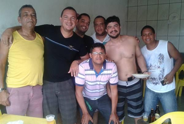 O Araujo Bar ficou pequeno para acomodar  os amigos