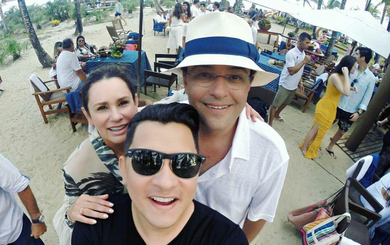 Eduardo Braga e Sandra Braga no casamento da filha Bruna Braga com convidados