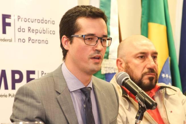 """""""A nossa proposta é renunciar coletivamente [à Lava-jato, afirmou Carlos Fernando dos Santos Lima, procurador da República força-tarefa,"""