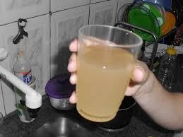 A água que sai nas torneiras é turva e impropria para o consumo humano