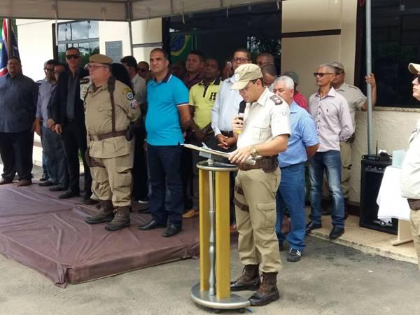 O vice prefeito de Ubaitaba, Jaílton Araujo ao lada da prefeita e autoridades