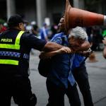 DEFENSORIA VAI APURAR CONDUTA DAS FORÇAS POLICIAIS EM PROTESTO QUE CACO BARCELLOS FOI AGREDID