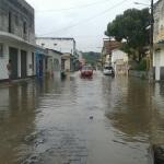 CHUVA FORTE ALAGA RUAS DE UBATÃ