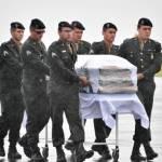 DEBAIXO DE CHUVA E MUITA EMOÇÃO, CORPOS SÃO RECEBIDOS EM CHAPECÓ