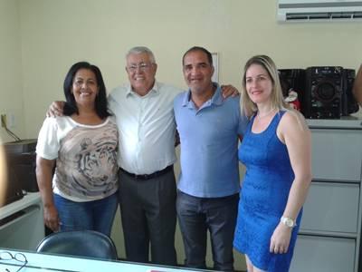 O Dr. Carlos e esposa, ladeados pelo vice e a prefeita,Suka Carneiro