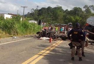 O motorista do carro perdeu o controle do automóvel, invadindo a pista na contramão.