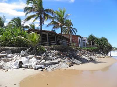 O avanço do mar atinge outros locais na península