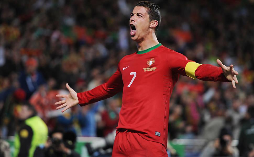 """Cristiano Ronaldo recebeu o troféu """"The Best"""", criado pela Fifa depois que a """"Bola de Ouro"""
