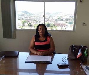 Suka Carneiro senta na cadeira de prefeito municipal com um grande tarefa (foto facebbok