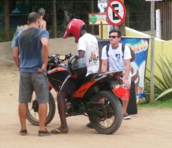 Dentro da Vila circulam mototaxistas irregulares