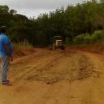 MARAU: PREFEITURA PATROLA E ENCASCALHA ESTRADA DE ACESSO A SEDE DO MUNICÍPIO