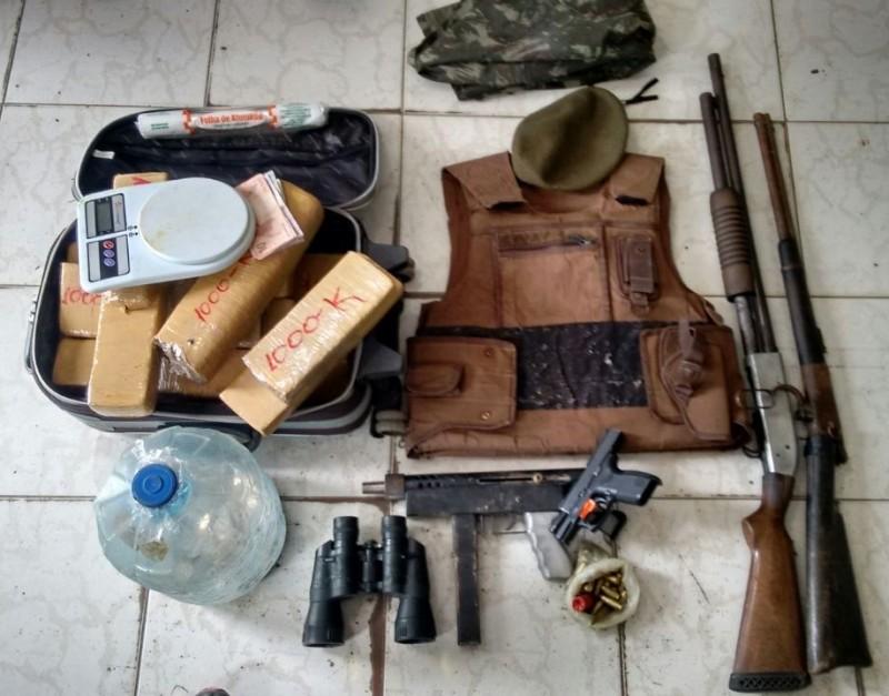 Armamento pesado foi encontrado com os bandidos