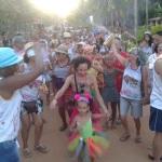 MARAÚ: BLOCO ALGODÃO DOCE FOLIA FEZ ALEGRIA DOS FOLIÕES NA PRAIA DE ALGODÕE