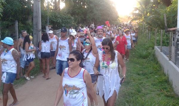 Turistas  veranistas e visitantes acompanharam o Bloco com muita animaação