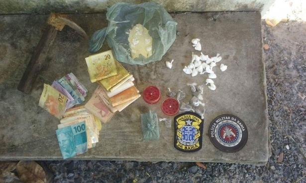 Papelotes de cocaína e R$ 1.200,00 em dinheiro