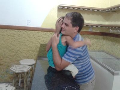 Márcio e Joaquim em momento de carinho
