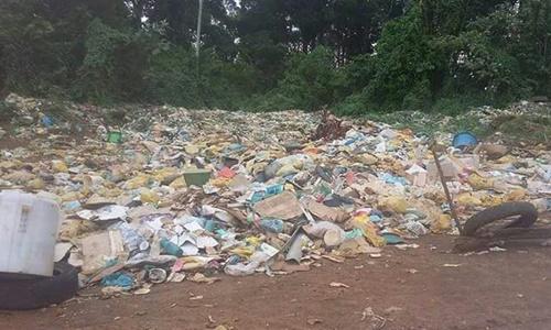 O  chourume que sai do lixão está contaminando o Rio Oricõ