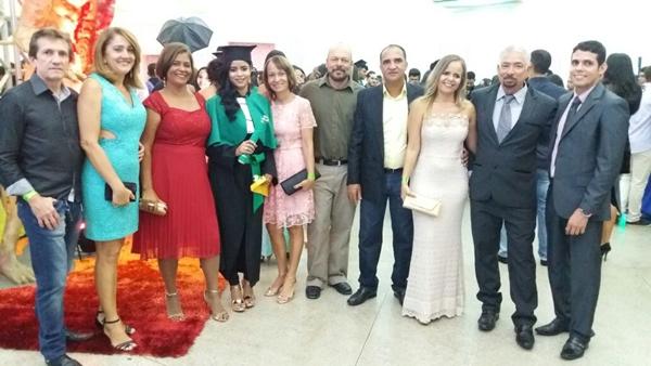 Da Esquerda: Espedito e Rosa/Norma (mãe  e Rebeca,  a graduada /Reijane e Nal/Jaílton e Lucila/Humberto Hugo (Pai) e Paulo de Tarso (Namorado)