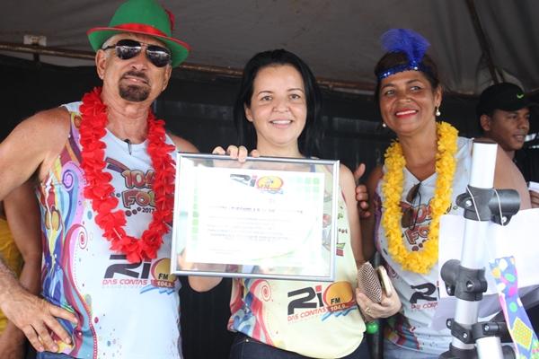 A prefeita Líu Andrade, recebeu a honraria das mãos dos Direitores