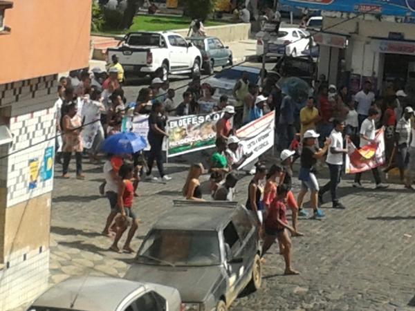 A manifestação em protesto percorreu as principais ruas da cidade