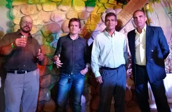O vereador  ubaitabense, Neto Ribeiro ladeado por Jailton, Espedito e Nal Silva