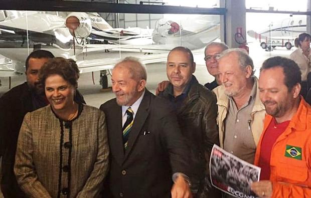 Lula chegou acompanhado de  Dilma e asssessores