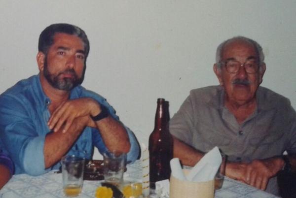 Clodomir e o jornalista Humberto Hugo, no Clube social de Ubaitaba,