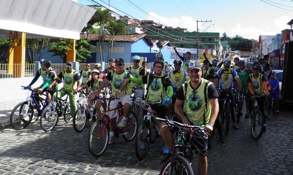 Ciclistas se preparam para a largada (Fito: H. Hugo)