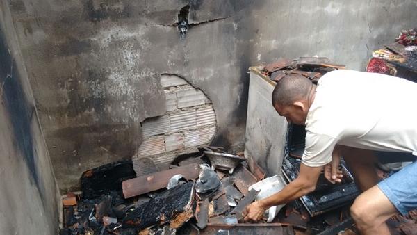 Todos ons móveis foram destruídos pelo fogo