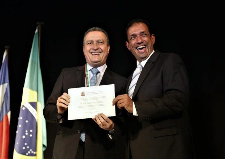 O governador Rui Costa ao lado do prefeito de Ilhéus